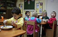 До чего агитация дошла: В киевском детсаду раздавали книжки с партийной символикой