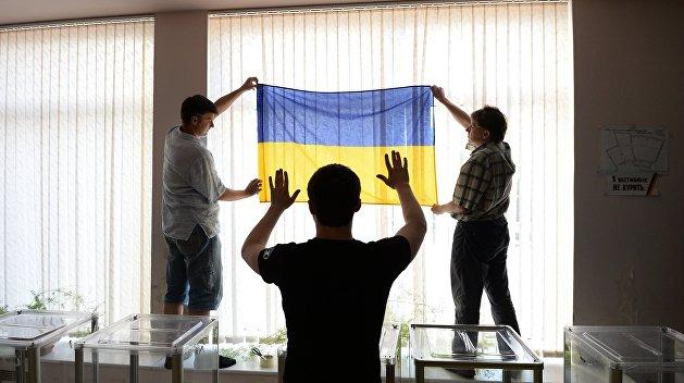 В Киеве пьяный глава избирательной комиссии задерживал открытие участка