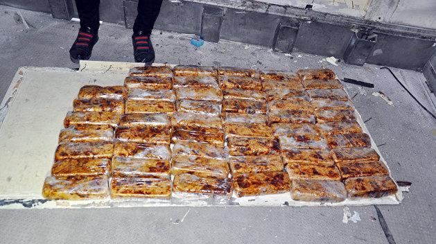 «Изюм» из Ирана: Азербайджанские таможенники перехватили 30 кг героина по пути на Украину