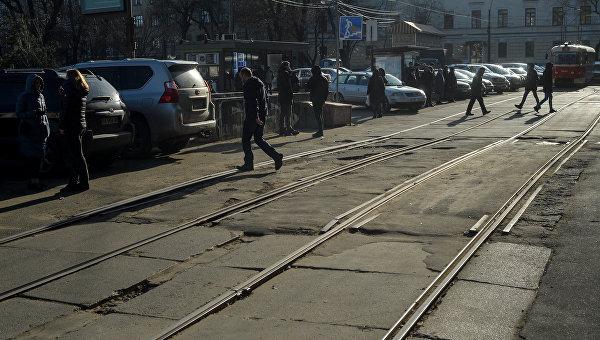 В Киеве снег растаял вместе с асфальтом. Фоторепортаж