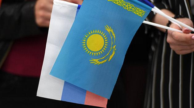 Казахстан избавится от русского языка на своей валюте