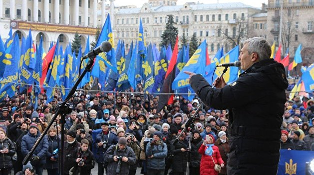 Неонацисты проводят на Майдане митинг за честные выборы