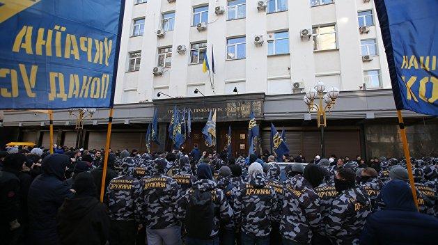 Неонацисты заблокировали Генпрокуратуру Украины
