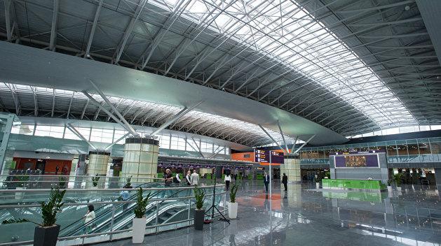 Из аэропорта «Киев» после сообщения о минировании эвакуируют пассажиров