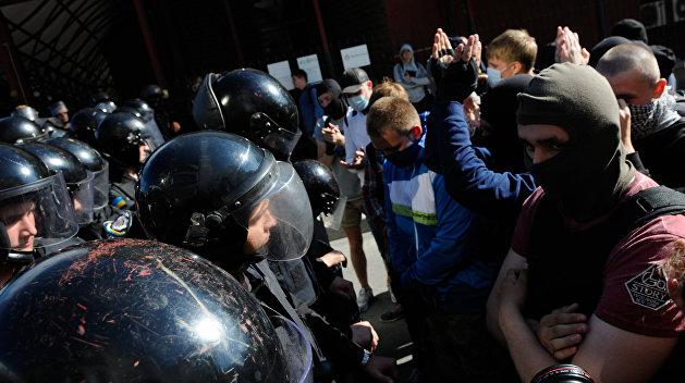 Тысяча копателей янтаря атаковала полицию