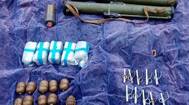 Взрывоопасный гараж: В Мариуполе нашли тайник с оружием