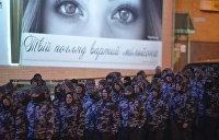 Феминистки против нацистов. На улицах Киева столкнулись левая и правая идеологии