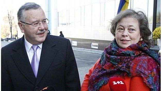 Анатолий Гриценко проголосовал, а его жена не смогла