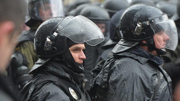 В ожидании «Национального корпуса»: в центр Киева стянули силовиков