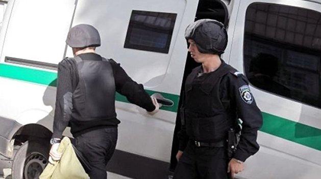 Жители Днепра атаковали инкассаторов у банка