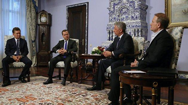 Медведев: предложения по газу применимы и к новым властям Украины