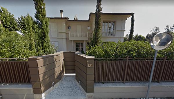 По соседству с российскими олигархами: У Зеленского нашли незадекларированную виллу в Италии