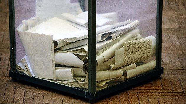 Избиратель на Западной Украине бросил в ящик паспорт