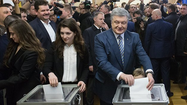 Политтехнолог: Центральные конторы меняют данные экзитполов в пользу Порошенко
