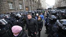 В войне Порошенко с Зеленским националисты уже несут потери