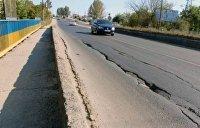 Мост в Тернополе тоже устал. Куски падающего бетона перекрывают железную дорогу