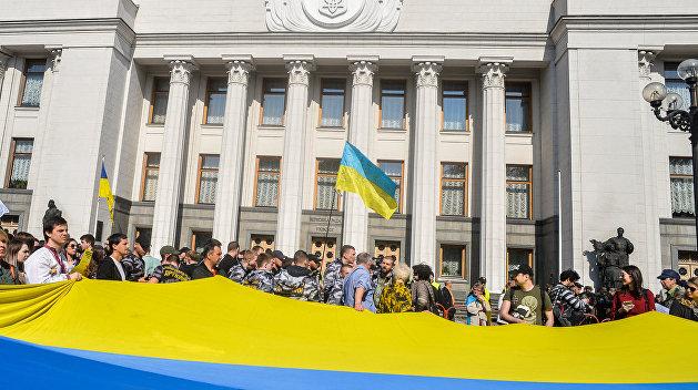 Лучше затяжной кризис, чем принятие раскалывающих Украину законов – политолог
