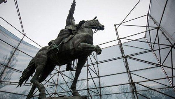 День в истории. 30 апреля: в Киеве установлен памятник легендарному комдиву