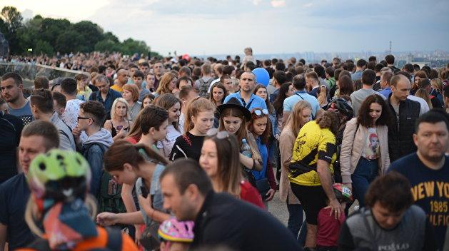 Больше, чем погибло на войне. Киев хочет узнать, сколько людей потеряла Украина