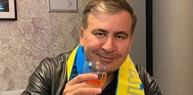 Неизвестный с заточкой атаковал Михаила Саакашвили в киевском ресторане