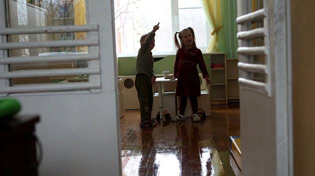 42 тысячи детей из украинских интернатов отправили назад в неблагополучные семьи