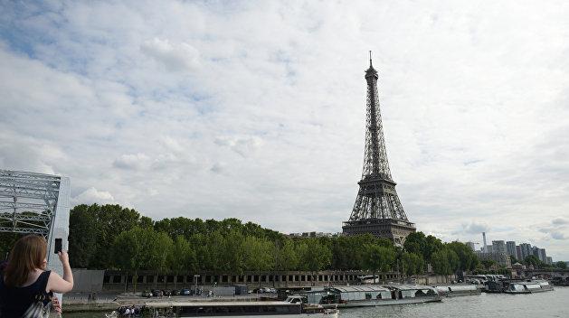 «Накопились вопросы»: Россия готова принять французского премьера