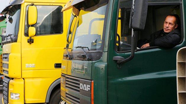 Протестующие в Одесской области перекрыли движение грузовиков