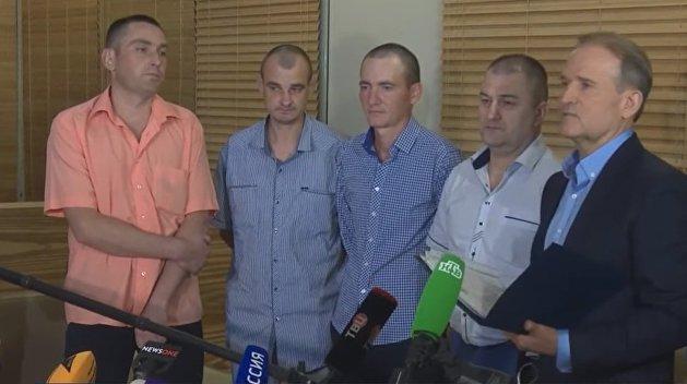 Четверо украинских пленных из ДНР и ЛНР прибыли на Украину