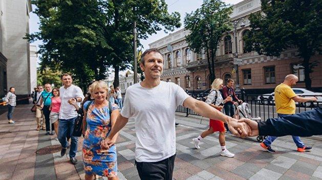Сторонники Шария попытались сорвать флешмоб Вакарчука у здания Рады