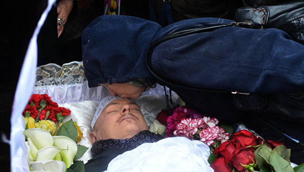 В этом дворе он прожил счастливую жизнь, здесь его и убили. К 50-летию Олеся Бузины