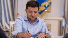 Зеленский лишил гражданства троих «контрабандистов»