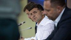 СМИ: Зеленский проводит совещание с военными и секретарем СНБО из-за ситуации в Донбассе