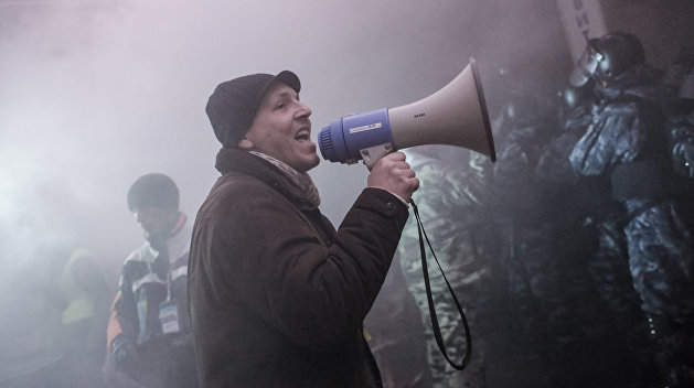 Азаров: Фото Парубия со снайперами Майдана — фейк? Но есть же видео…