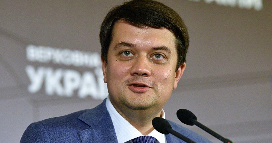Первый шаг к досрочным выборам: соцсети о готовящейся отставке спикера Рады Разумкова