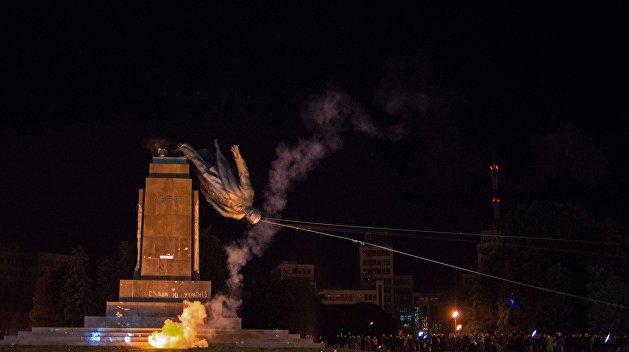 В Харькове продолжаются беспорядки возле памятника Ленина