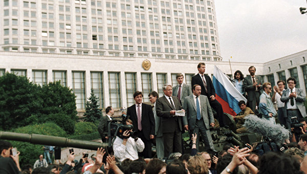 «День прапора»: как украинский и российский флаги серьезно поменялись с 1991 года