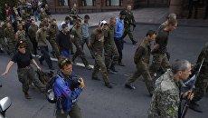 Кто с мечом к нам придет... Пять лет назад по Донецку провели колонну пленных украинских карателей