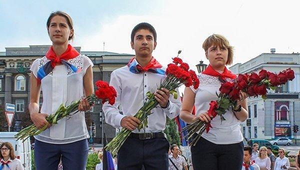 В Донецке открыли мемориальные доски в честь Кобзона и Миансаровой. Фоторепортаж