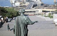 Кто за что забронзовел: 5 самых известных прижизненных памятников Украины