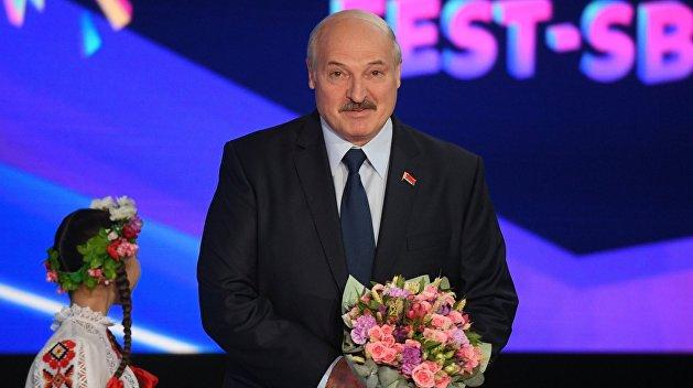 Зеленский попросил Лукашенко помочь с нефтепродуктами