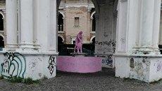 «Такого ни в одной стране мира нет»: исторический фонтан Самсона в Киеве выкрасили в гламурный цвет