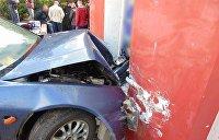 В Черновцах пьяный водитель протаранил стену и отстреливался от патрульного