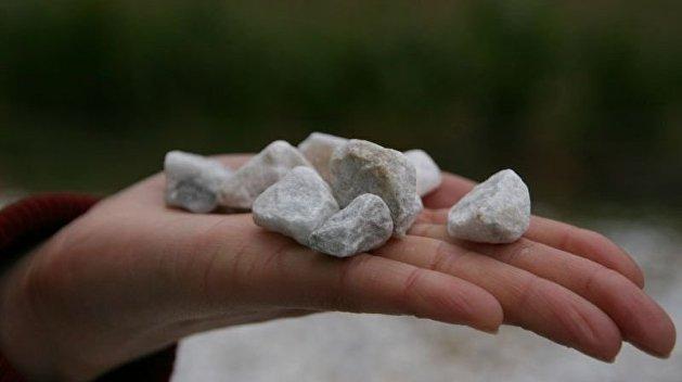 Пьяный ребенок забросал камнями прохожих в Мариуполе