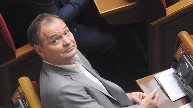 Нардепа от партии Медведчука поймали в Раде на переписке сразу с тремя пассиями