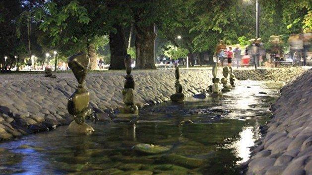 Камень на камне: харьковчанин удивляет горожан невероятными скульптурами