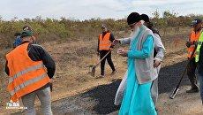Митрополит УПЦ Агафангел взялся за капремонт дороги под Одессой