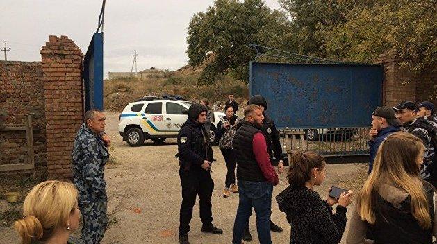 Националисты устроили пикет возле завода «Микрон» в Херсоне