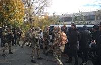 Радикалы атакуют в Донбассе. «Нацкорпус» отправился украинизировать Золотое