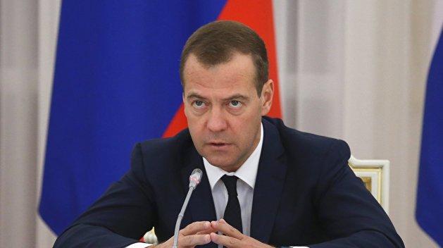 Медведев поручил принять ответные меры против авиакомпаний Украины
