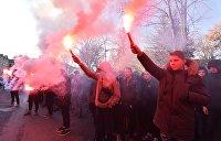 МВД Украины поблагодарило радикалов, забросавших Офис генпрокурора файерами и петардами